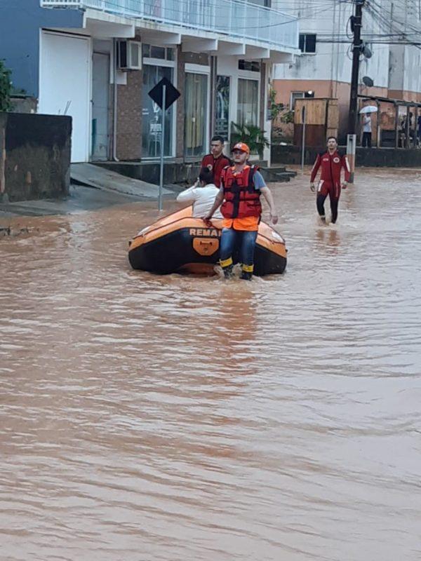 Chuva em Camboriú causa alagamentos; alerta ligado no máximo, em Santa Catarina – Foto: Defesa Civil SC/divulgação