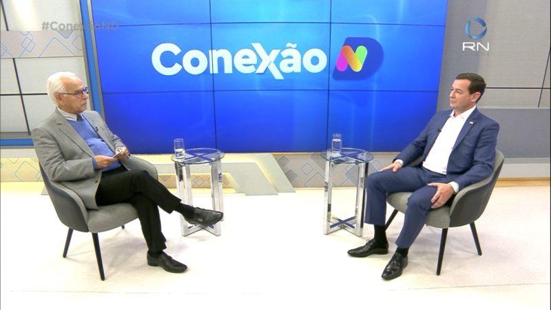 Moacir Pereira conversa com o secretário nesta segunda – Foto: Reprodução/NDTV