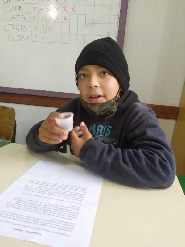 Aluno Luan provando uma porção durante a iniciativa – Foto: Governo de SC/Divulgação/ND