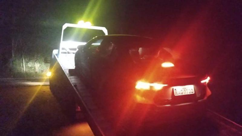Deputado Estadual teve carro guinchado após passar em um buraco na BR-470 – Foto: Ismael dos Santos/Redes Sociais/ND