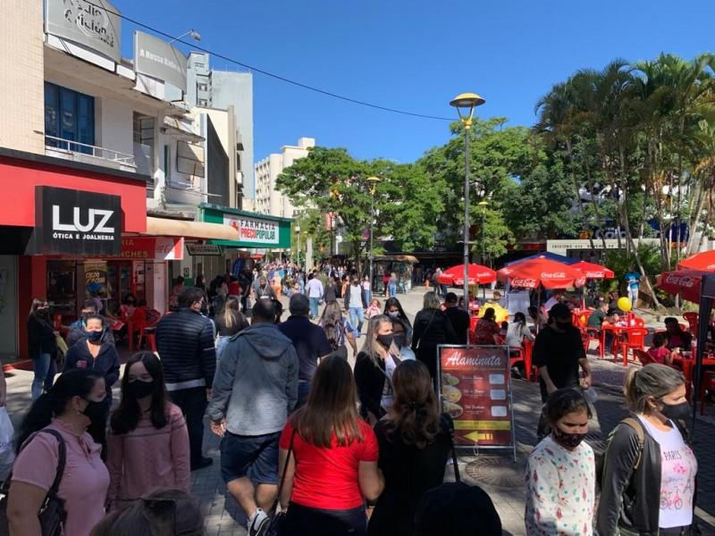 Nesta sábado (5) e no dia 12 deste mês as lojas ficam abertas até as 17h em Criciúma – Foto: Divulgação/CDL/ND