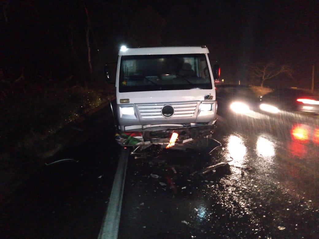 Acidente entre carro e caminhão deixou uma pessoa morta na BR-470, em Lontras - Divulgação/Corpo de Bombeiros Voluntários de Lontras/ND