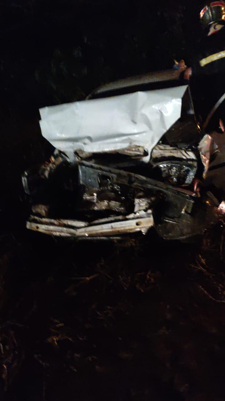 Veículo ficou com a frente completamente destruída após colidir com caminhão - Divulgação/Corpo de Bombeiros Voluntários de Lontras/ND