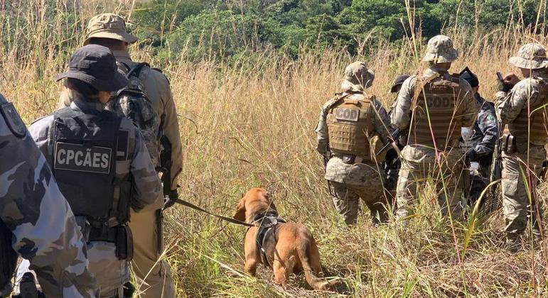 Policiais contam com reforço de cães farejadores para encontrar Lázaro Barbosa – Foto: DIVULGAÇÃO/CORPO DE BOMBEIROS DE GOIÁS