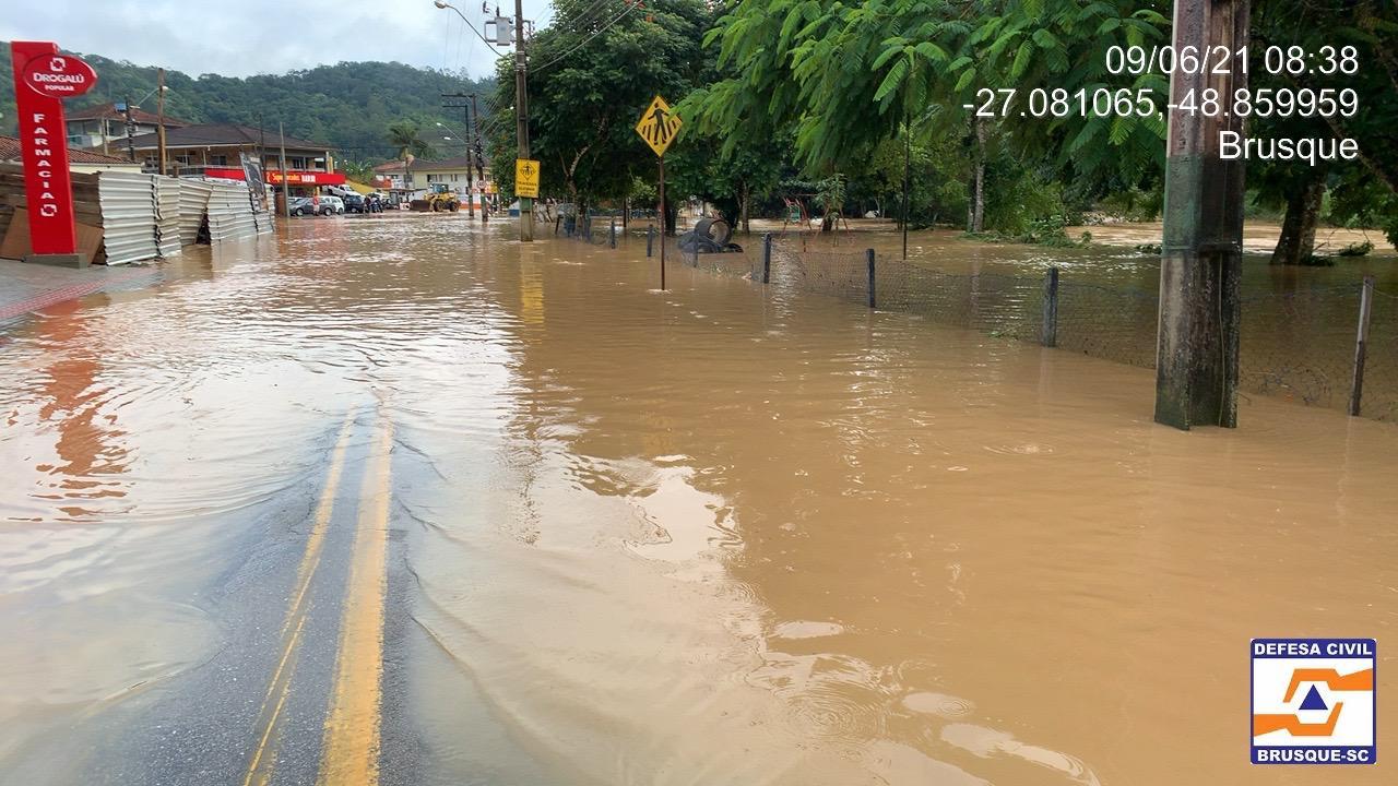Forte chuva causa alagamentos em várias regiões de Brusque - Divulgação/Defesa Civil de Brusque/ND