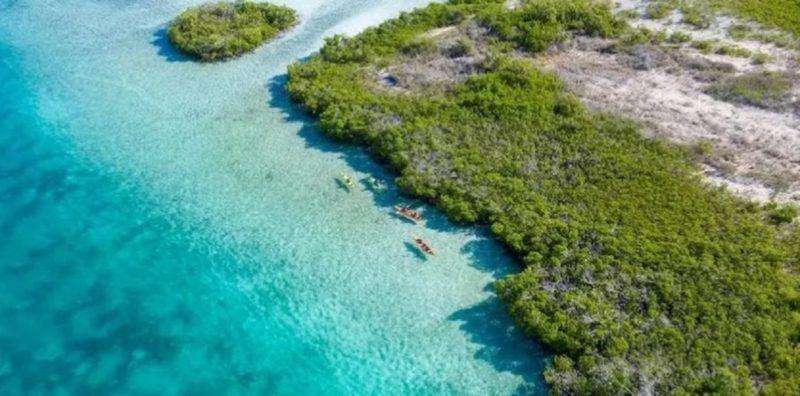 Embarcação com 20 pessoas mortas foi encontrado na última quinta (24) por pescadores – Foto: Divulgação Ilhas Turcas e Caicos