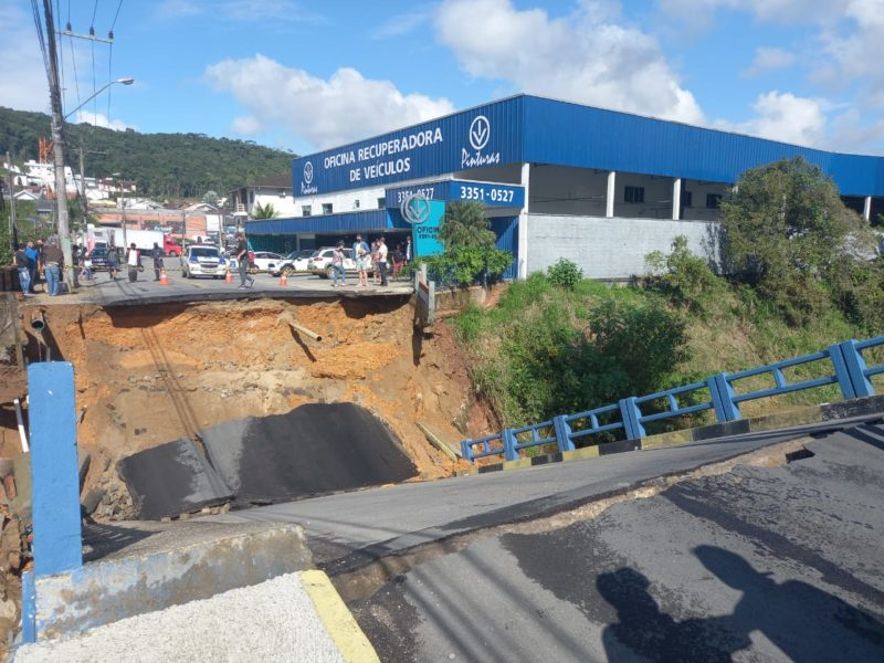 Estrutura cedeu na manhã desta quarta-feira (9) – Foto: Divulgação/Prefeitura de Brusque/ND