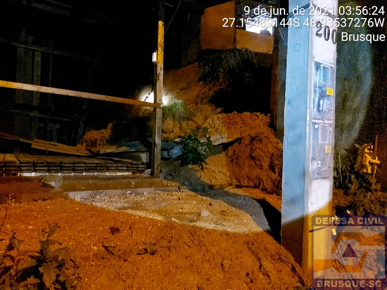 Ocorrências de deslizamento foram registradas na noite desta terça-feira (8) em Brusque - Divulgação/Defesa Civil de Brusque/ND