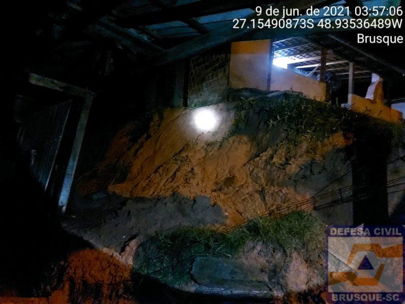 Defesa Civil de Brusque registrou ocorrências de deslizamento por conta da chuva – Foto: Divulgação/Defesa Civil de Brusque/ND