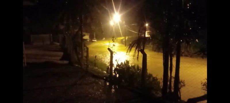 Chuva deixou ruas alagadas em Brusque na noite desta terça-feira (8) – Foto: Divulgação/Prefeitura de Brusque/ND