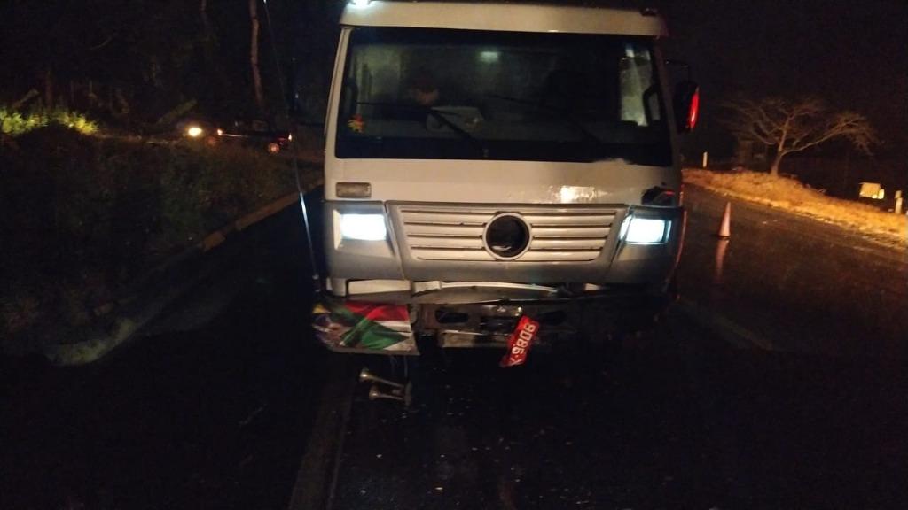 Acidente entre carro e caminhão deixou uma pessoa morta na BR-470, em Lontras - Divulgação/PRF/ND