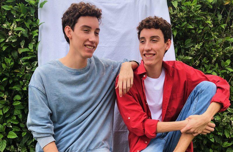 Duo Casmidt, formado pelos gêmeos Ricardo e Artur