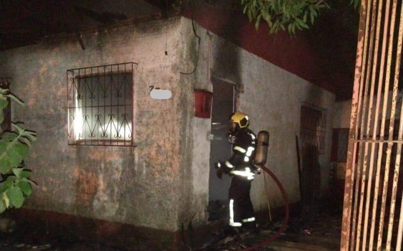 Imóvel de 200 m² foi consumido pelas chamas em Criciúma – Foto: Divulgação/Corpo de Bombeiros