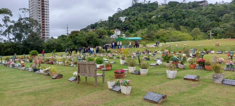 Ivan e Suellen foram sepultados em Itajaí – Foto: Paulo Metling/NDTV