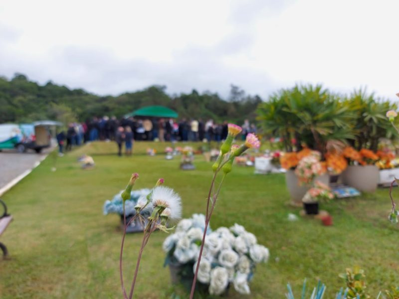 'Legado de amor e amizade': casal vítima de tragédia no Morro do Boi é enterrado em Itajaí – Foto: Paulo Metling/NDTV