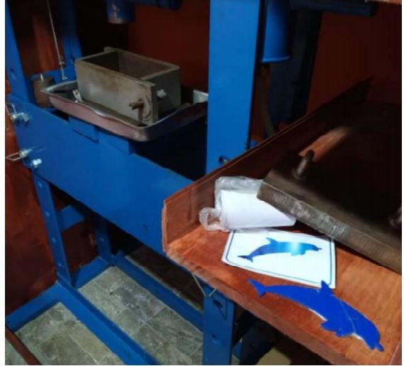 Equipamentos, cocaína e insumos para produção da droga foram apreendidos no laboratório – Foto: Divulgação/PF/ND