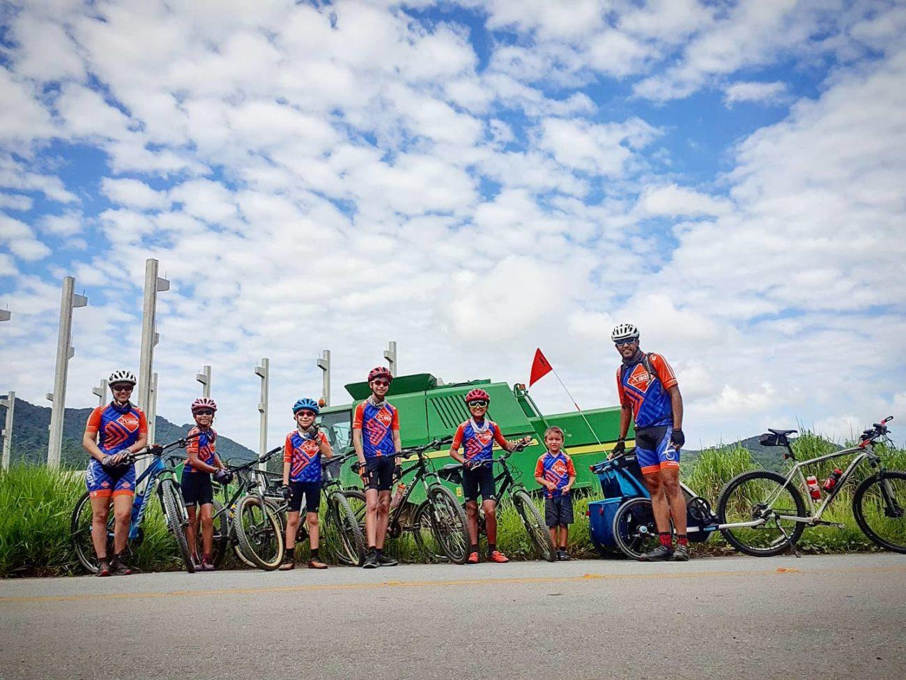Família Pedal 7 roda o estado de Santa Catarina de bicicleta - Reprodução Facebook/ND