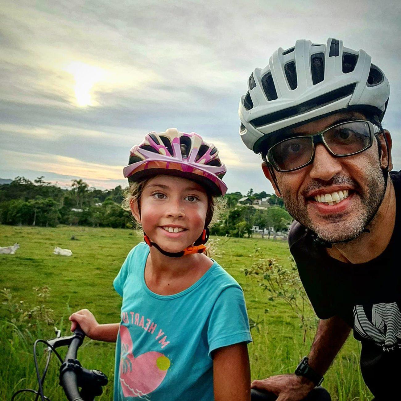 Cristiano e a única menina da Família Pedal 7 - Reprodução Facebook/ND