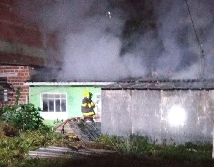 Incêndio foi registrado por volta das 22h45 de quarta-feira (2) – Foto: Corpo de Bombeiros/Divulgação/ND