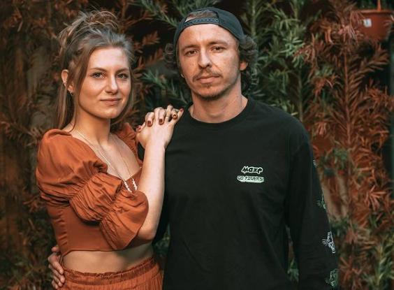 Casal de comediantes Lea Maria e Juliano Gaspar bomba nas redes sociais – Foto: Reprodução/Instagram