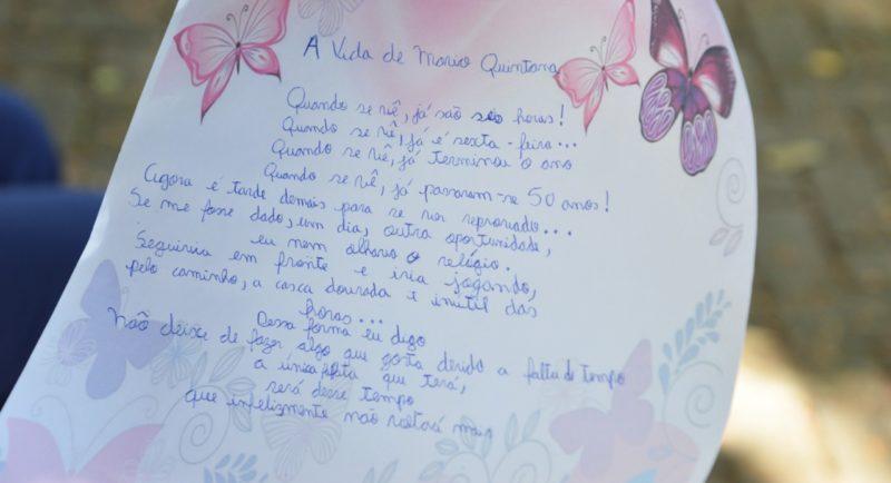 Estudantes do SESI escreveram poemas à mão aos profissionais da saúde que atuam há mais de um ano no combate à pandemia do coronavírus. – Foto: Gabriel Silva/Comunicação HSI
