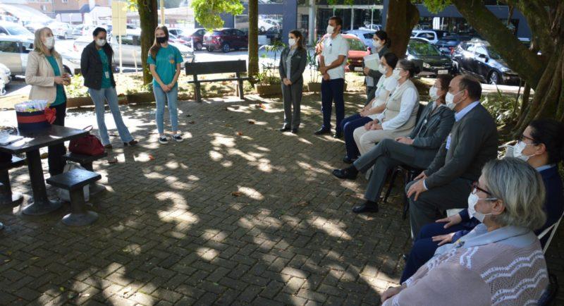 Colaboradores do Hospital Santa Isabel, em Blumenau, no Vale do Itajaí, receberam nesta terça-feira (1º) uma homenagem muito especial. – Foto: Gabriel Silva/Comunicação HSI