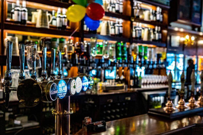 Novo protocolo para bares e restaurantes – Foto: Hulki Okan/Unsplash/ND