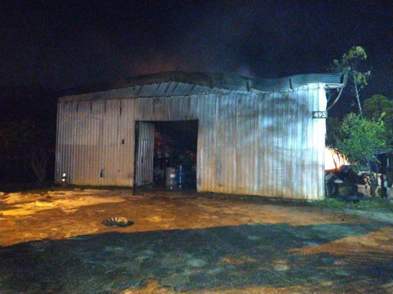 Incêndio mobilizou 16 homens do Corpo de Bombeiros Militar de três cidades do Sul de Santa Catarina – Foto: Corpo de Bombeiros Militar/Divulgação/ND