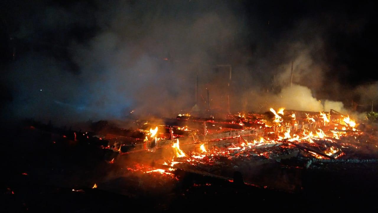 Chamado aos bombeiros foi registrado por volta das 2h30 desta sexta-feira (4) - Corpo de Bombeiros/Divulgação/ND