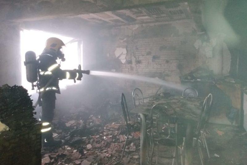 Incêndio destrói casa, no bairro Escola Agrícola – Foto: Divulgação/Corpo de Bombeiros