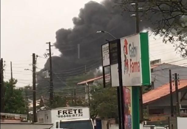 Incêndio foi registrado no início da tarde deste sábado (19) no bairro Bela Vista, em Palhoça – Foto: Divulgação/ND