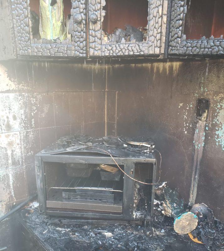 Casa ficou destruída pelo fogo em Rio Negrinho – Foto: 9BBM/Divulgação
