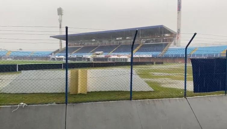 Na Ressacada, futebol impraticável para Avaí e Remo. Jogo Adiado. – Foto: reprodução/vídeo/Avaí FC