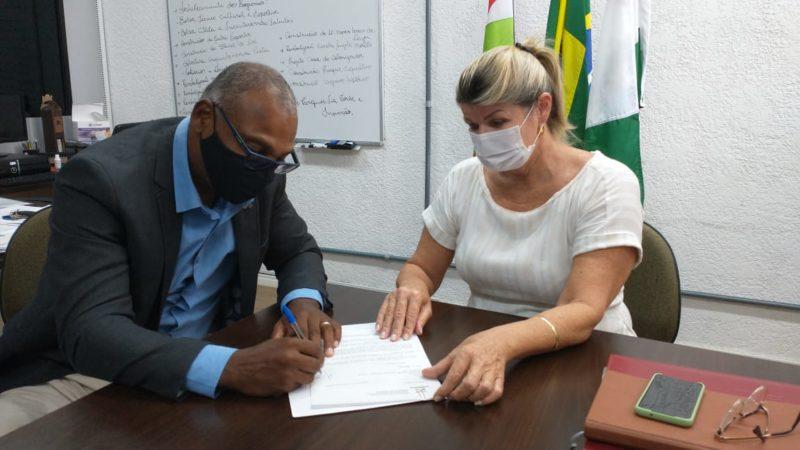 Kelvin Soares e Natália Lúcia Petry, da Secretaria Municipal de Cultura Esporte e Lazer de Jaraguá do Sul, em março, quando a cidade desistiu de realizar o evento – Foto: Prefeitura de Jaraguá do Sul/Divulgação/ND