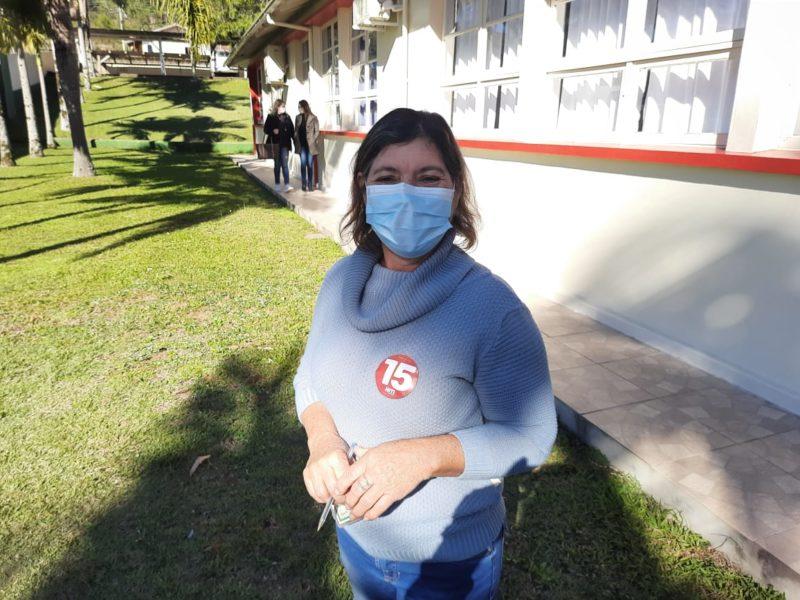 Lenita Popeng Schwambach, 52 anos, não concorda com a realização da eleição suplementar – Foto: João Victor Góes/ND