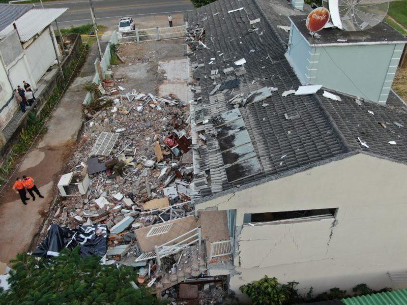 Imóvel onde ocorreu a explosão há uma semana em Jurerê