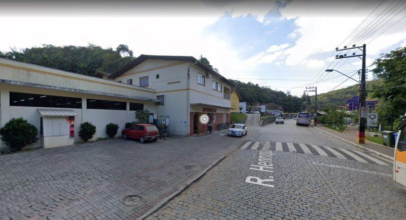 Mulher encontrou feto na calçada enquanto ia trabalhar – Foto: Reprodução/Google Street View