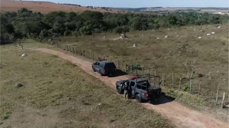 A polícia criou um cerco nas chácaras próximas e está fazendo buscas no meio das matas. Também foram disponibilizados helicópteros e drones com câmeras térmicas – Foto: Reprodução/ Record TV/ND
