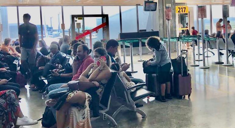 Aeroporto Internacional de Guarulho, em São Paulo, adotou novas medidas contra o novo coronavírus – Foto: Márcio Neves / R7