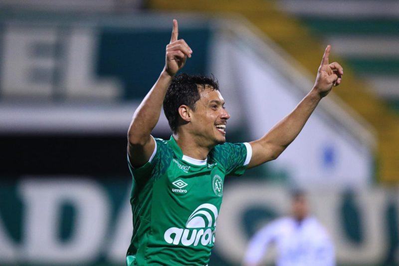 Mike comemora o segundo gol da Chapecoense – Foto: Márcio Cunha/ACF