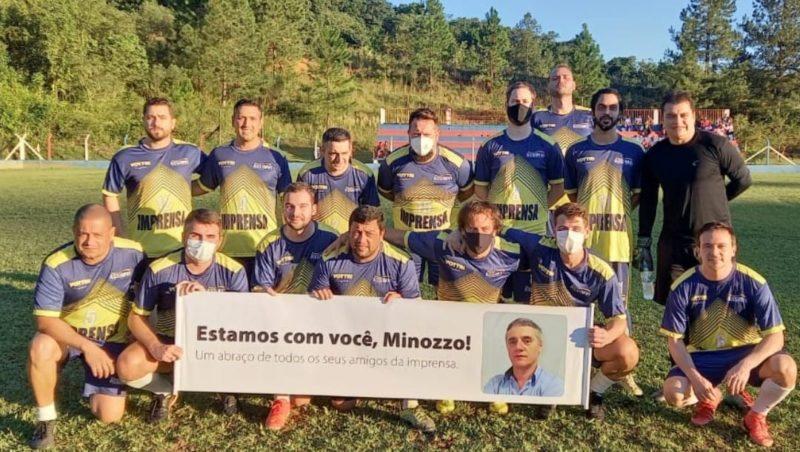 Colegas da imprensa homenagearam Vilmar Minozzo durante partida de futebol – Foto: Divulgação/ND