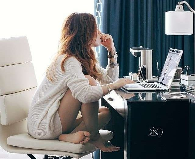 Compras on-line, esse é o futuro da geração millennials. – Reprodução/Pinterest/Money Making Ideas (@makemoney2030)