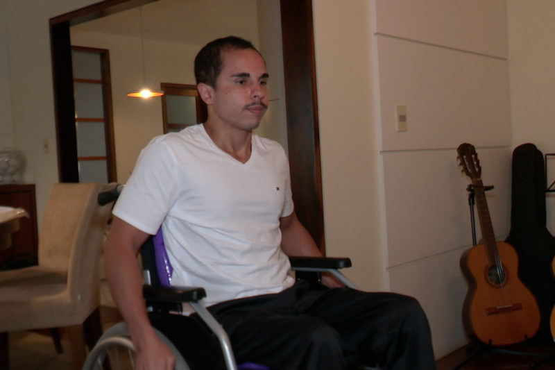 Família busca justiça após queda de muro deixar jovem paraplégico – Foto: Reprodução/NDTV Blumenau