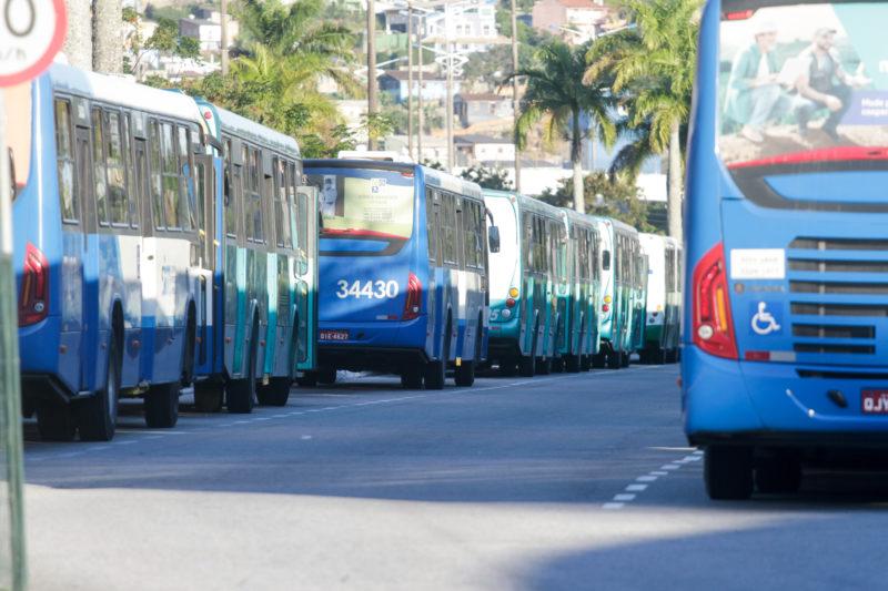 Assaltantes invadem ônibus em Florianópolis – Foto: Leo Munhoz/ND