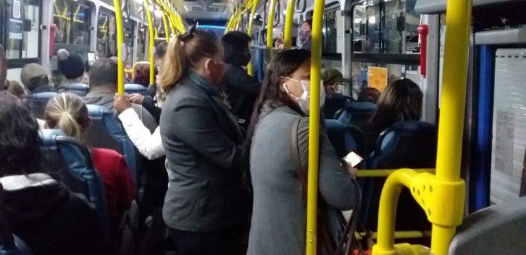 A foto é ilustrativa e revela um cenário comum em ônibus de cidades catarinenses. – Foto: Arquivo.