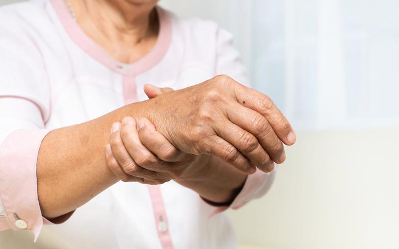 Em mulheres, risco de osteoporose é maior devido à questão hormonal – Foto: Divulgação/Ortoclini
