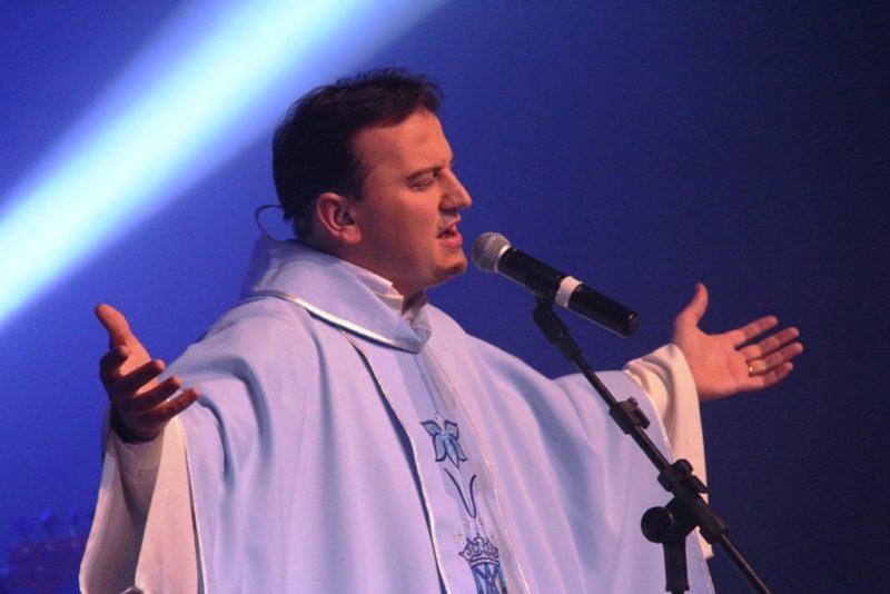 Show com padre será realizado em um trio elétrico que irá passar nas comunidades de Nova Veneza – Foto: Divulgação/Prefeitura de Nova Veneza/ND