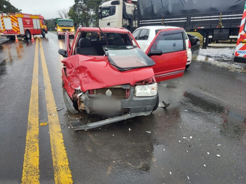 Acidente na BR-116, em Papanduva, deixou pessoas feridas