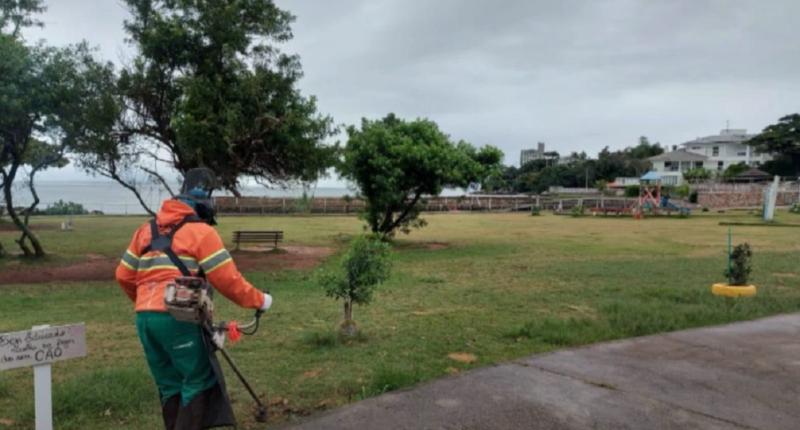 Parque dos cachorros, em Coqueiros, teve a grama aparada – Foto: Reprodução/NDTV RecordTV