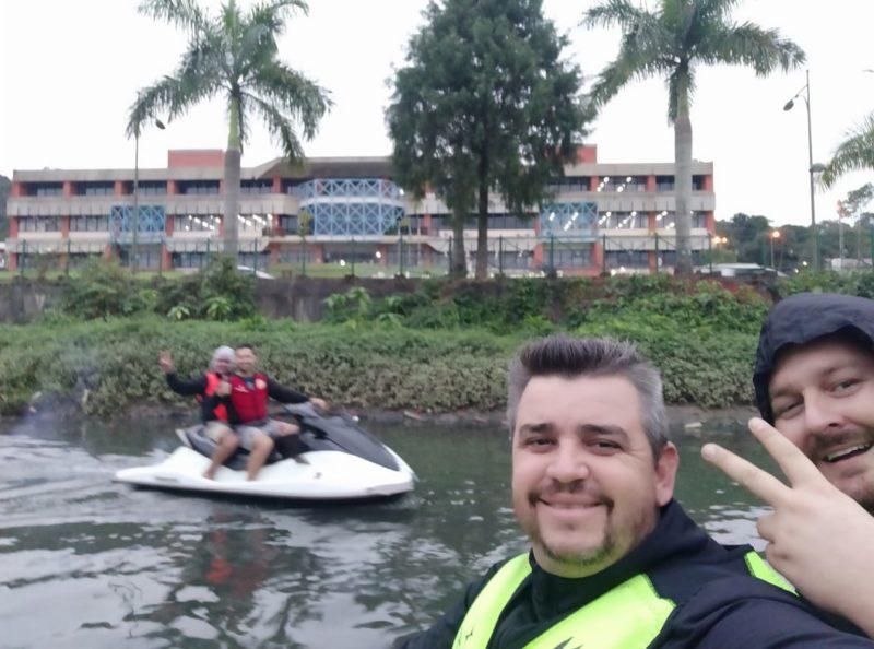 Vagner e amigos fizeram um passeio pelo rio Cachoeira – Foto: Arquivo pessoal